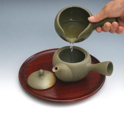 お茶を淹れる